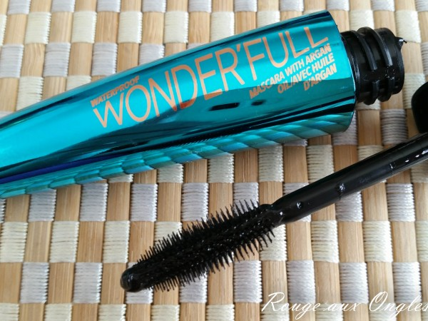 Mascara WonderFull de Rimmel - Rouge aux Ongles