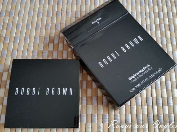 Brightening Brick de Bobbi Brown - Rouge aux Ongles