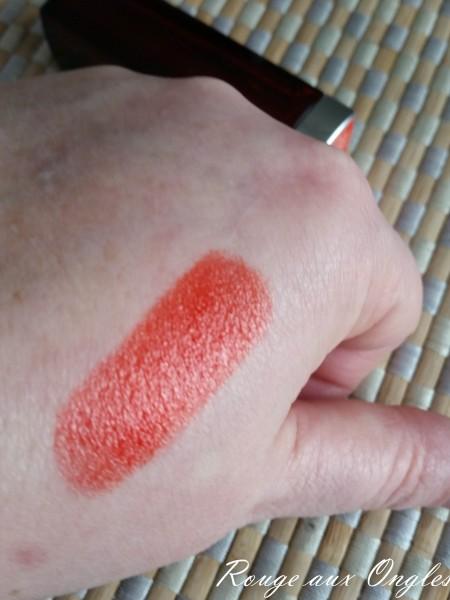 Le Rouge à Lèvres Neon Red de Maybelline - Rouge aux Ongles