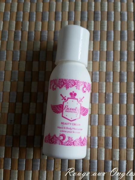 La Crème pour le Corps Beauty Protector - Produits Terminés - Rouge aux Ongles