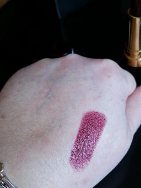 Le Rouge à Lèvres Super Lustrous de Revlon - Rouge aux Ongles