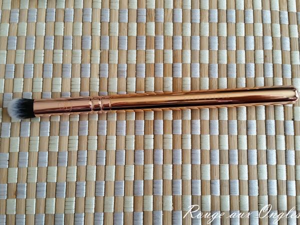 Le Kit de pinceaux Rose Golden Luxury de Zoeva - Rouge aux Ongles