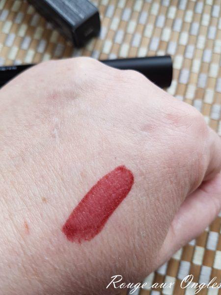 Encre à lèvres Stiff Upper Lip - Rouge aux Ongles