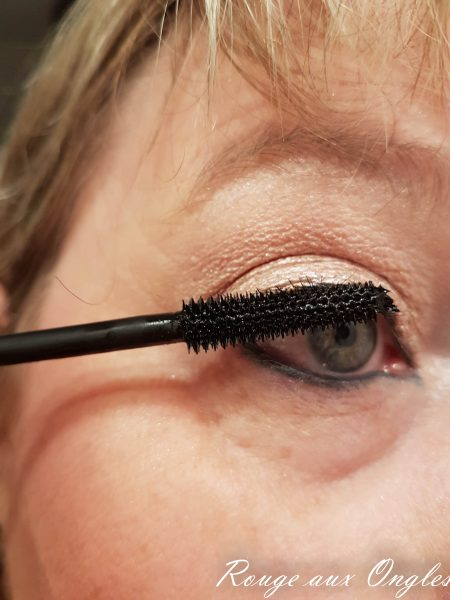 Le Mascara Glam & Doll de Catrice - Rouge aux Ongles