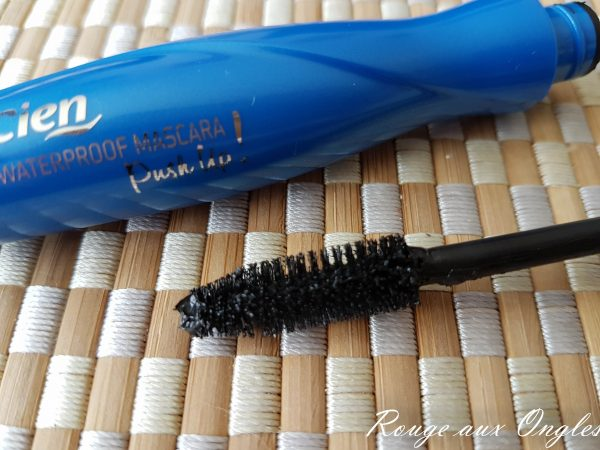 Le Mascara Push Up de Cien - Rouge aux Ongles
