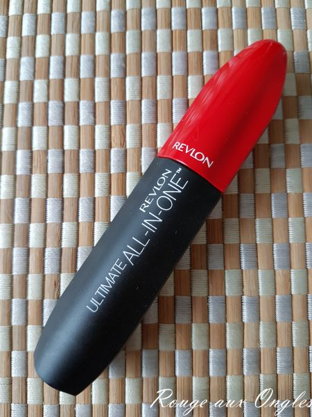 Le mascara Ultimate All-in-One de Revlon - Rouge aux Ongles